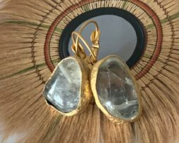 bergkristal oorbellen verguld